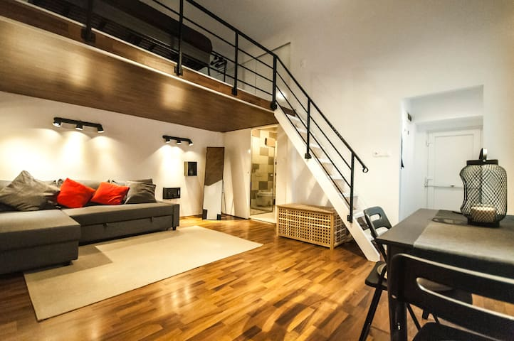 Newly renovated cozy flat @ the Heart of the city
