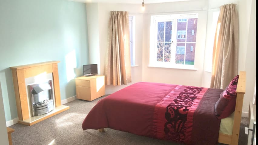 Luxury Room in Birmingham Apartment DY4 7AJ