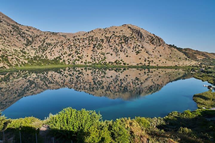 Best Location! 120 meters from Lake Kournas ★