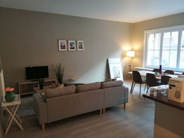 Spacious 2 bedroom flat with large living area