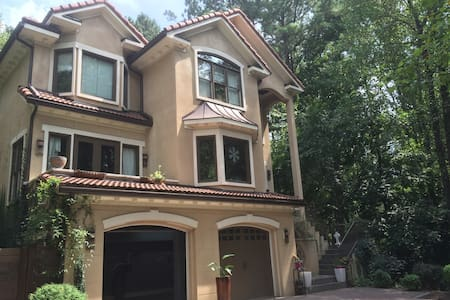 Spanish Gem nestled in the heart of North Hills! - Raleigh