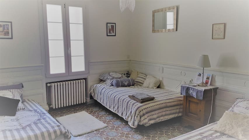Grande Chambre Bourgeoise avec cuisine commune - Ouveillan - Bed & Breakfast