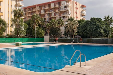 Luminoso apartamento con bonitas vistas y piscina. - Benalmádena