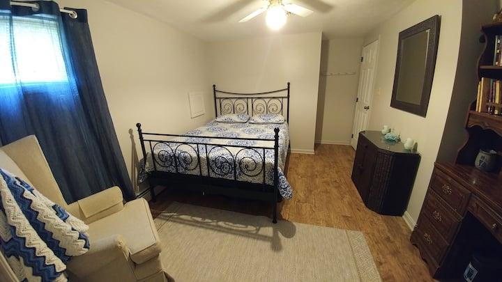 Queen bedroom outside of Gettysburg