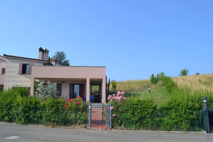 Skønt hus med stor tagterrasse - Imola - Casa