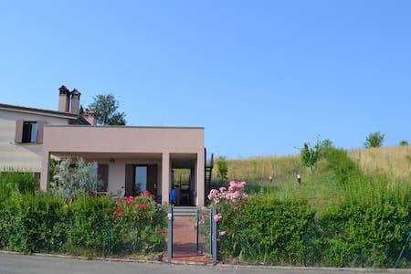 Skønt hus med stor tagterrasse - Imola