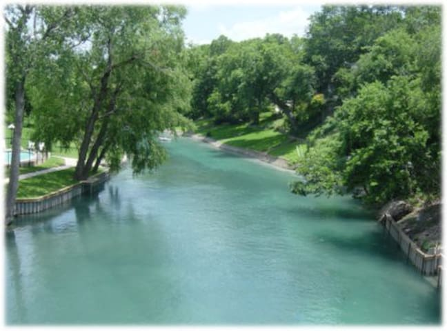 Downtown New Braunfels, Comal River - New Braunfels