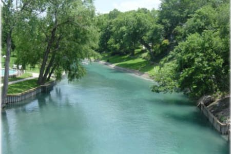 Downtown New Braunfels, Comal River - Condominium