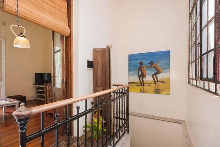 GUEST HOUSE.  BONITO CUARTO LOFT  EN  LA BOCA .