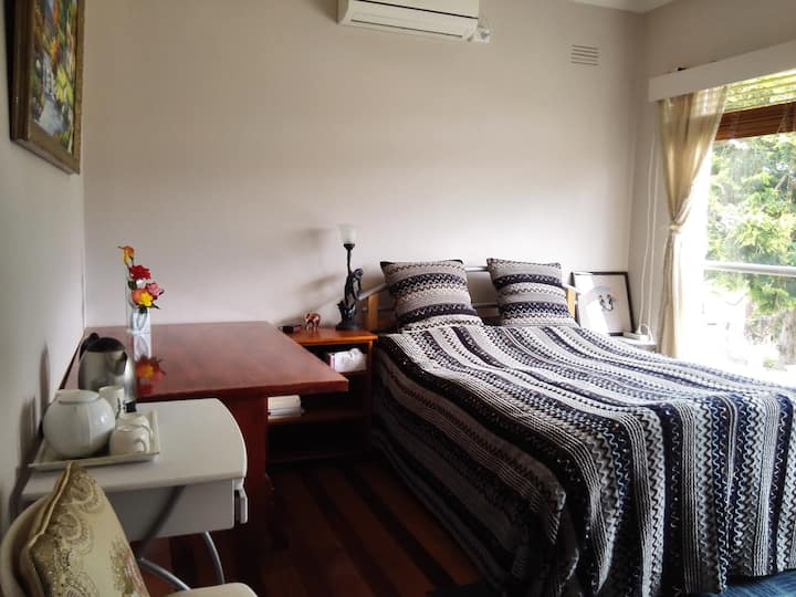 Nice Cosy and Quiet Room in Kew East