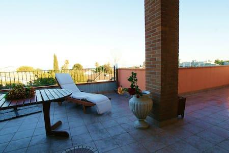 """Stanza in Attico """"luxury"""" 150 mt da - Villa Rosa - Appartamento"""