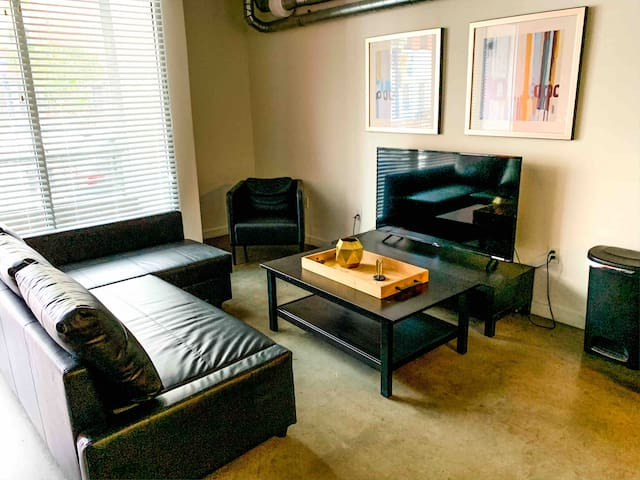 ($3,699 per Month) Heart of the Gaslamp Loft/w PKG
