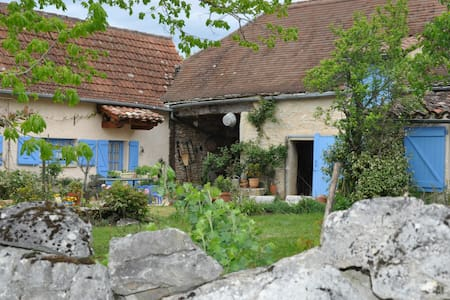Blue House, restored old farm, Quercy, south west - Limogne-en-Quercy - Дом