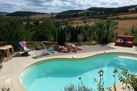 Ferme restaurée dans son écrin de verdure (Cluny) - Cluny - Villa