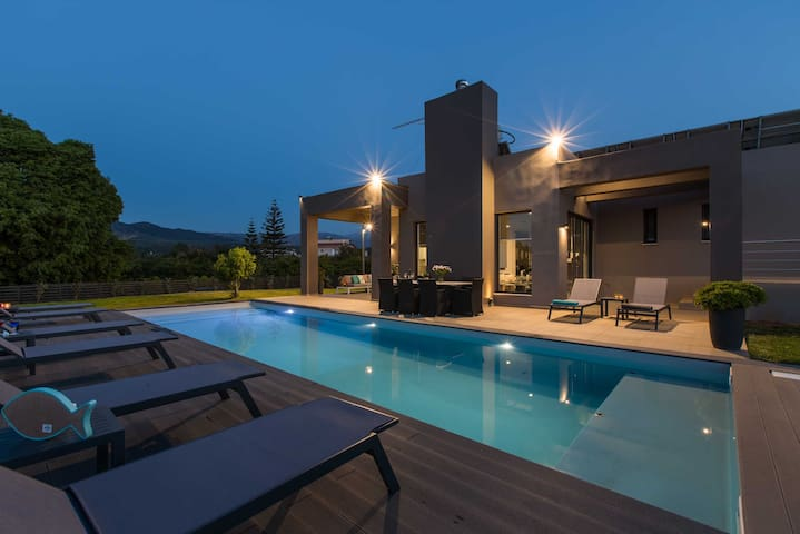 Villa Vega, luxury, family, modern design, pool
