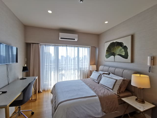 Hotel Theme Suite with Makati View