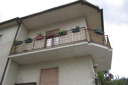 Casa tra campagna e città - Cosenza - 独立屋