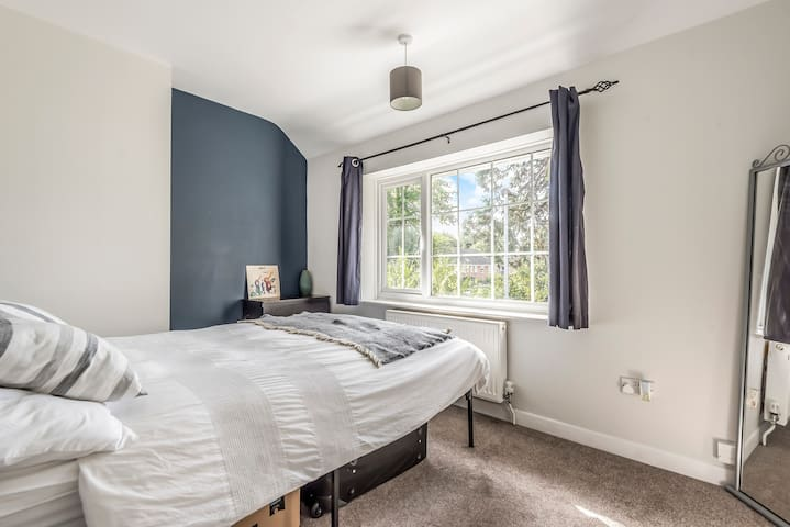 Double room within walking distance city centre.