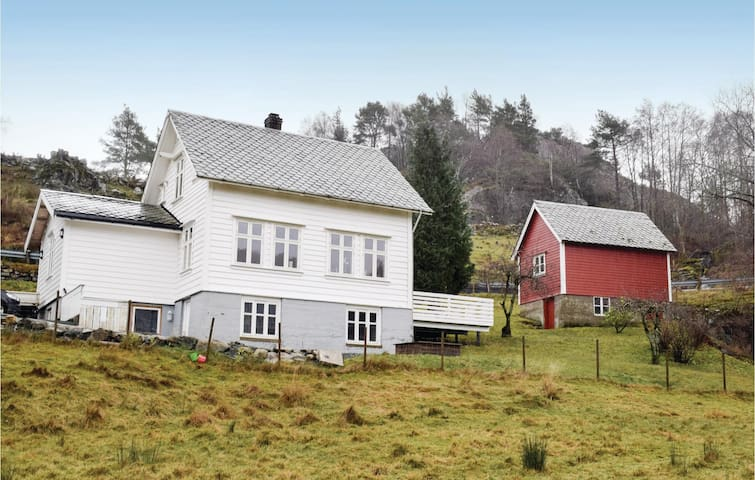 Holiday cottage with 3 bedrooms on 130m² in Lundegrend