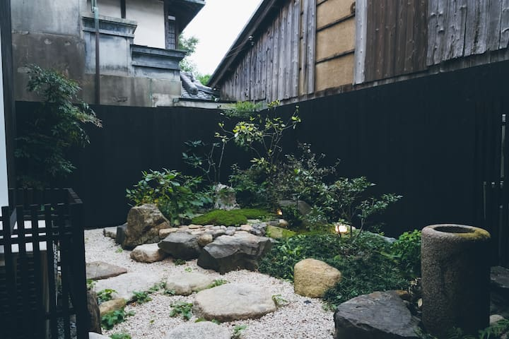 A backyard designed by local gardeners, representing Japanese aesthetics.