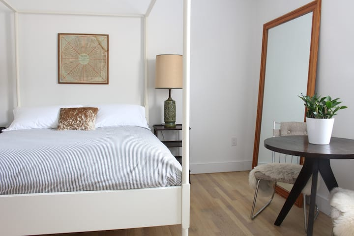 Cozy Bedroom w/ Private Bath near Carytown