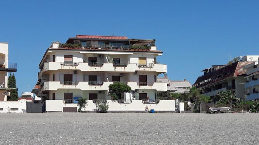 Appartamento sul mare a recanati giardini naxos lejligheder til leje i giardini naxos - B b giardini naxos sul mare ...