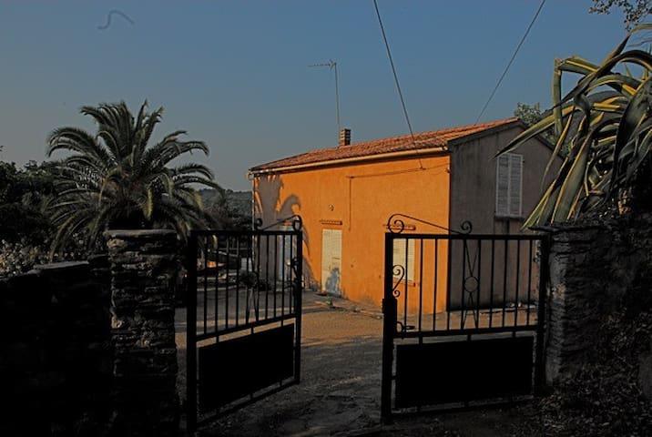 Haute-Corse: Villa en plein maquis.