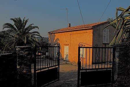 Haute-Corse: Villa en plein maquis. - San-Giuliano