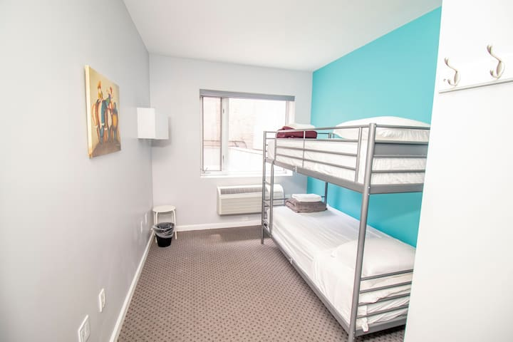 ★Premier 1 Bed in 2 Bed Mixed Dorm Room★