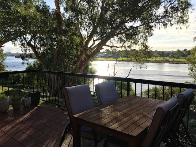 2 bedroom riverfront apartment - Rivervale - Daire
