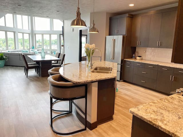 Brand New Bridges Bay 4 Bedroom Penthouse Condo