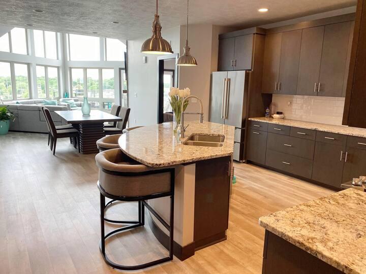 Bridges Bay 4 Bedroom Penthouse Condo & Waterpark