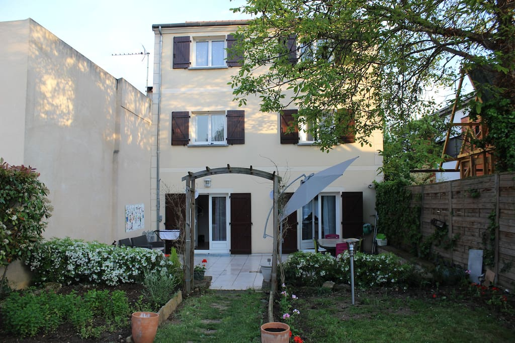 Beautiful house with garden superbe maison jardin case - Maison jardin cuisine brocante vitry sur seine ...