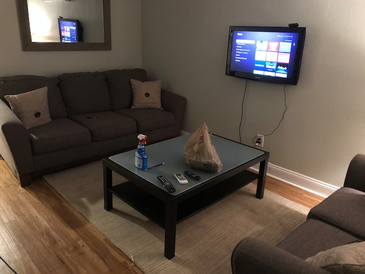 2 bed 1 bath Apartment Close to Downtown