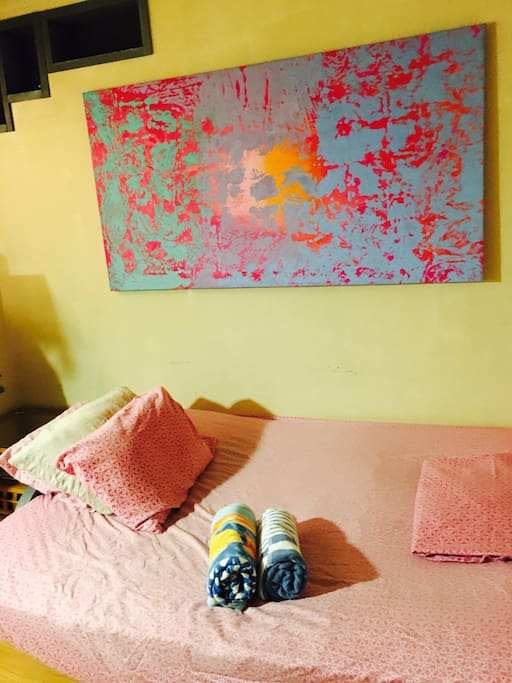 Full size futon mattress, clean sheets, fluffy towels. Original Artwork by your host Edward