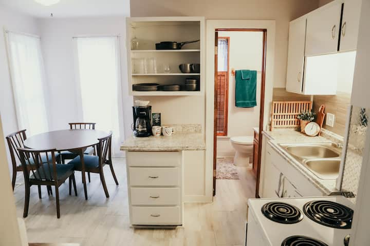 Suites at Oakley Apt #2 - Extended Stays Welcome!