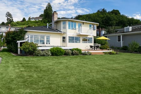 Sunny and bright 4 Bedroom Waterfront Home - Mukilteo - บ้าน