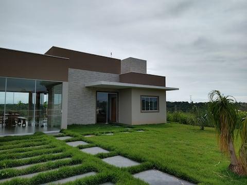 Casa de campo com wifi e piscina próximo a Goiânia