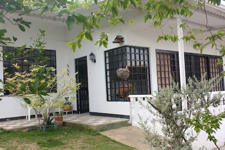 Casa amplia, espacios ventilados - Huis