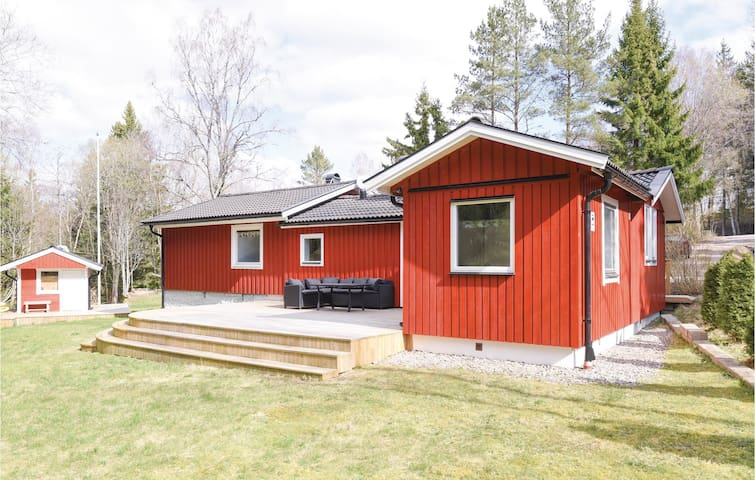 Holiday cottage with 5 bedrooms on 97m² in Lilla Edet