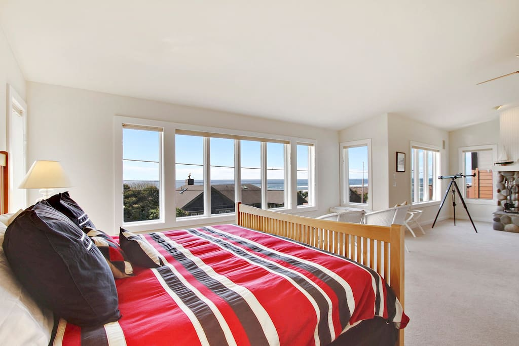 Master bedroom suite - wake up to incredible ocean views in the king bed