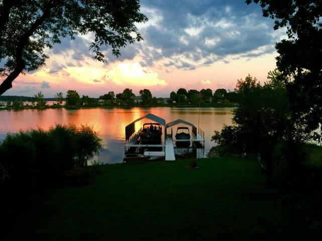 Cabin Cruiser on Lake Minnetonka - Spring Park - Båt