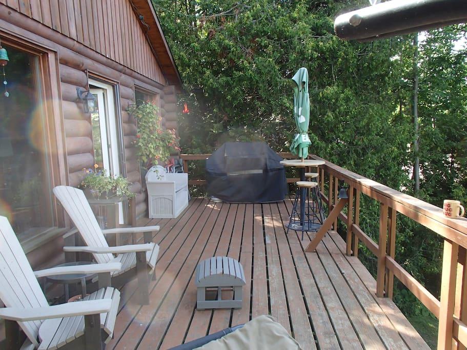 Large Deck   BBQ