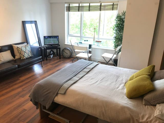 Flat for 2 people in NW London near tube station