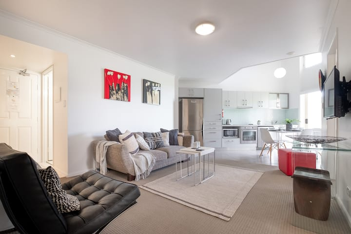 Fabulous  Kangaroo Point 3 bedrooms apartment