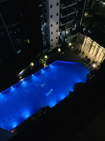 High floor Pool view Room 3 mins to Mrt station