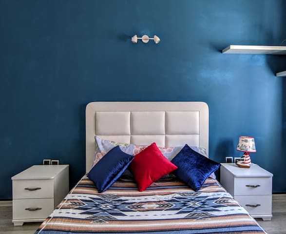 The blue pearl Room (1min to tramway)