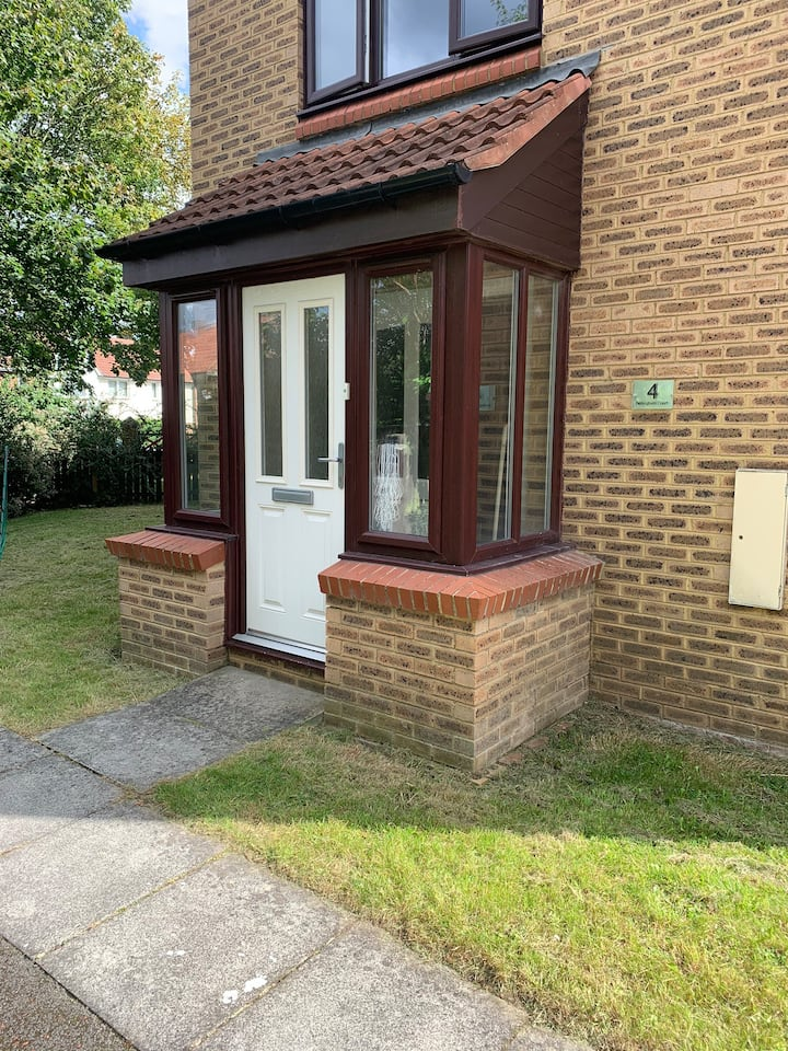 Roomy 1bed maisonette in leafy private development