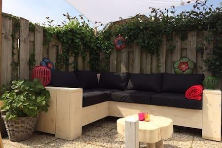 Ferienhaus mit sonniger Terrasse S - Aagtekerke
