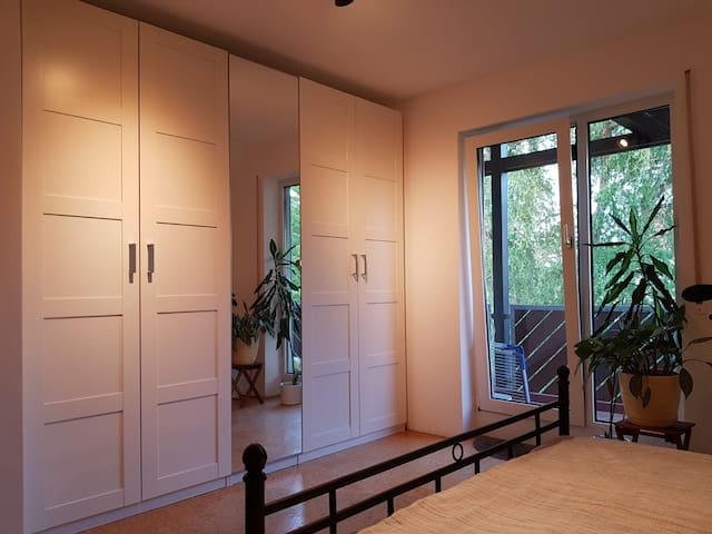 ruhige helle Wohnung, verkehrsgünstig gelegen